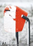 ansichtkaart  Nederlandse brievenbus in de sneeuw, postcard Dutch mailbox in the snow, Niederländische Briefkasten im Sc
